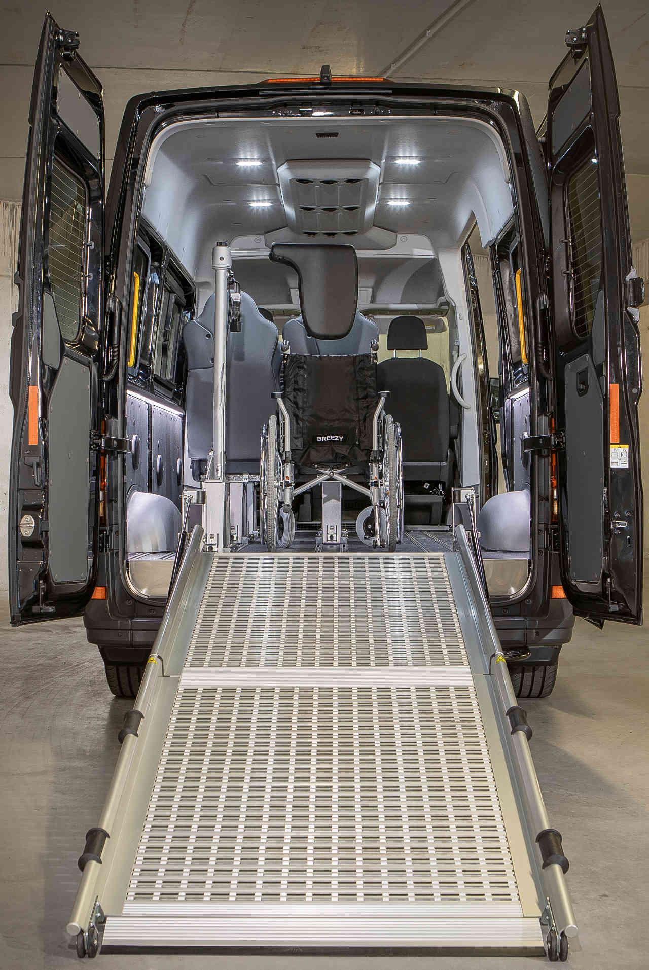 Transporter Umbau Nachrüstung Rollstuhl Rampe in Tirol Innsbruck
