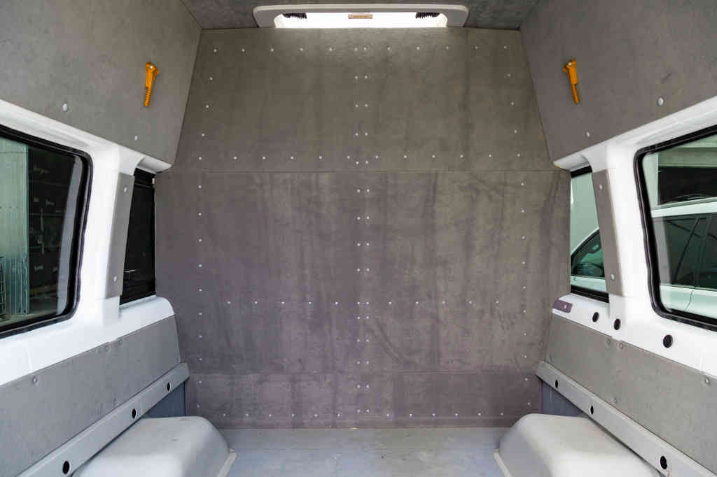E&B Fahrzeugtechnik Trennwände Nachrüstung Transporter Tirol
