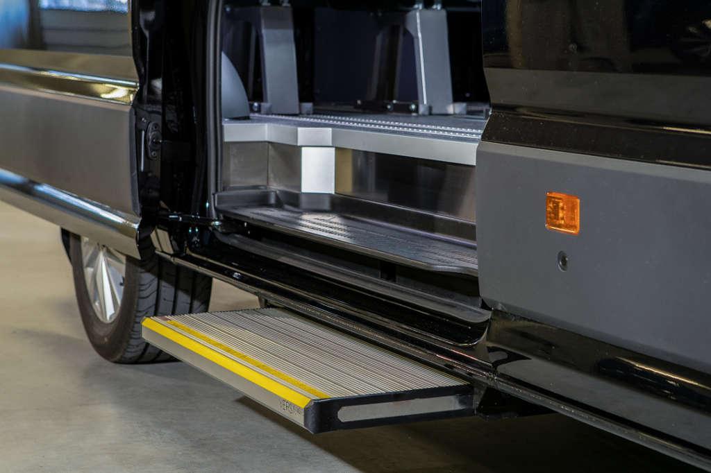 E&B Fahrzeugtechnich Nachrüstung Einstiegshilfen und seitlicher Auftritt vom Profi aus Tirol